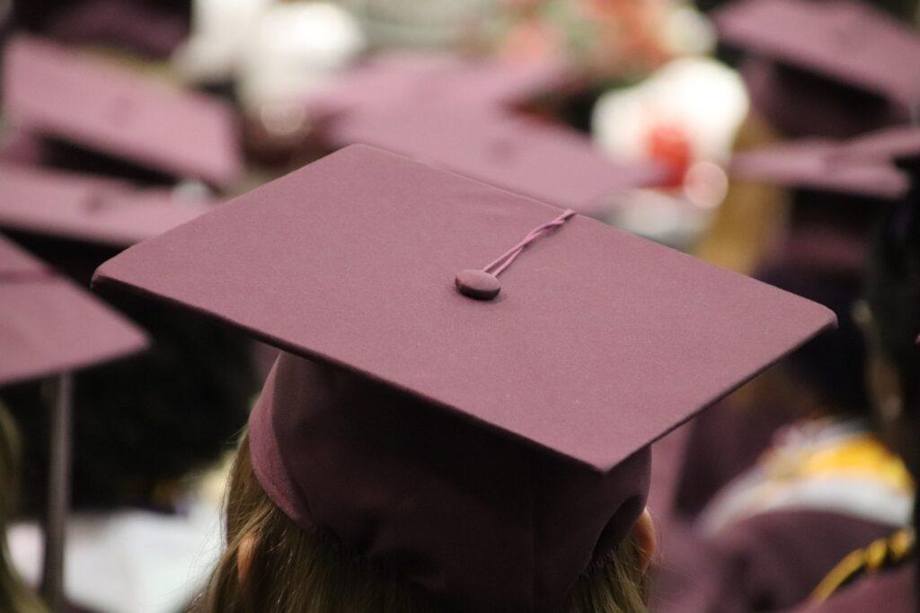 C:\Users\Olivia\Downloads\graduation-cap-3430710_1920.jpg